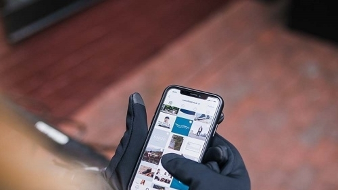 스마트폰 사용이 가능한 발열 장갑, 캔들(Candle)
